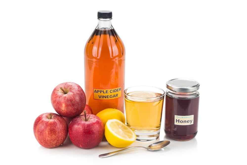 Apple cider vinegar with honey and lemon, natural remedies